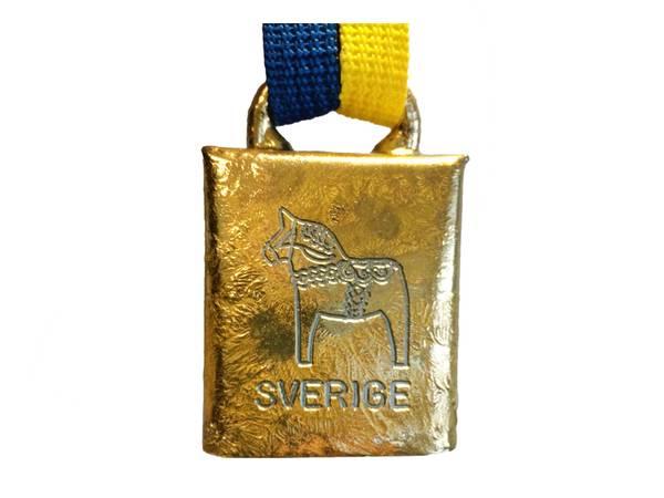 Bilde av Bjelle med svensk flaggbånd - Dalahest