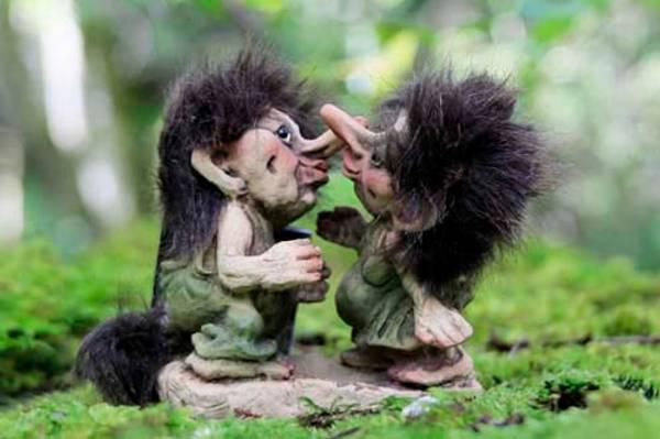 Bilde av Trollpar som kysser (Troll nr. 056)