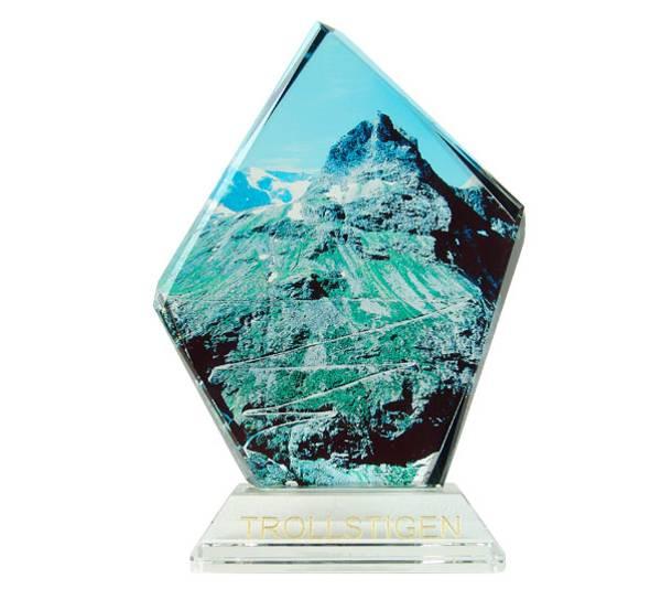 Bilde av Glassblokk, Trollstigen, med sokkel