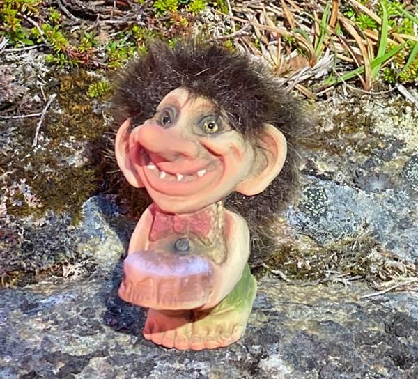 Bilde av Troll med kake  (Troll nr. 224)